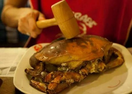 Le restaurant le Crabe marteau est proche du port de pêche et de l'hôtel Le Keroman.